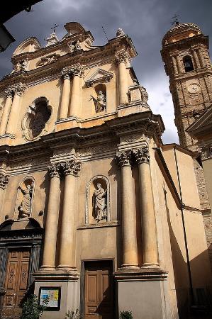 Badalucco, Italie : Дуомо Санта Мария Ассунта и Сан Джакомо