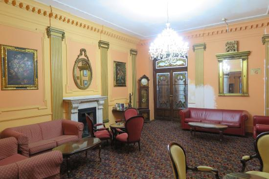 Bristol Hotel: Hotel sitting room by reception