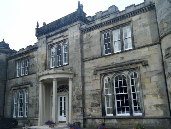 Milton of Campsie, UK: Outside view of Kincaid House Hotel