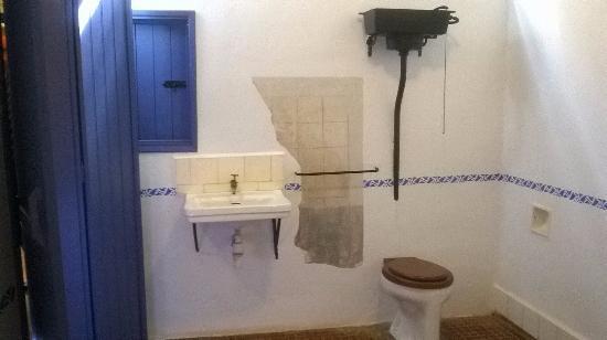 Objetos pessoais de portinari foto de museu casa de for Baldosas interior baratas