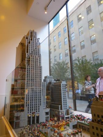 Rockefeller center hecho con legos - Picture of The LEGO Store, New ...