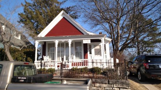 Elk Street Cottage : Front of cottage