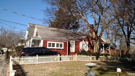 Elk Street Cottage : Side of cottage