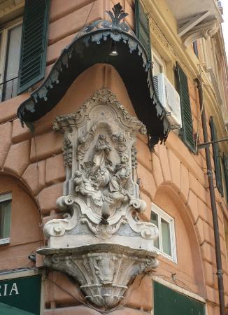Bar Borsa: Virgen en la fachada