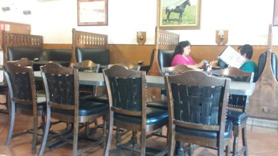 Reedley, Californien: Inside of the restaurant.