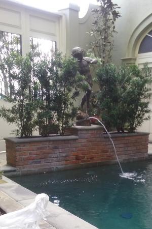 Bienville House: Nice pool