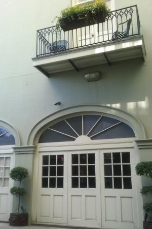 Bienville House: Upstairs room with small balcony