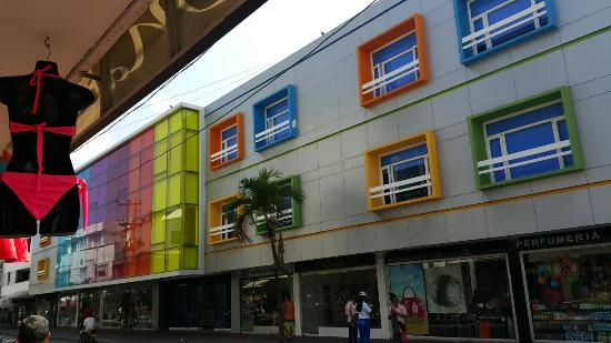 Apartahotel Las Americas: Fachada recien remodelada del hotel