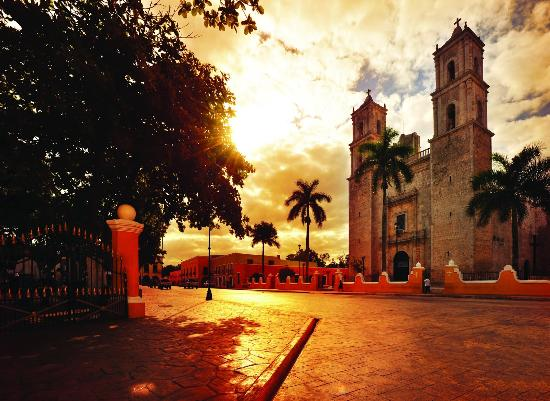 Riviera Maya, Mexico: Enjoy a pleasant walk on the square of Valladolid, one of the first Spanish cities.