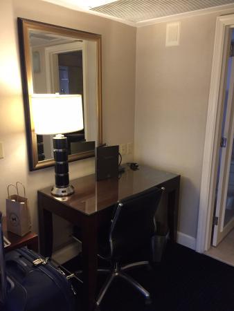 Hilton Manhattan East: Desk
