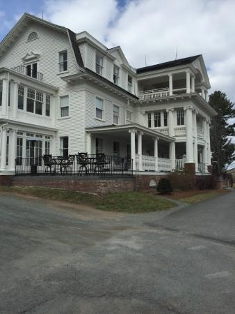 Bethany, Pensilvania: Front view of the Mansion at Noble Lane