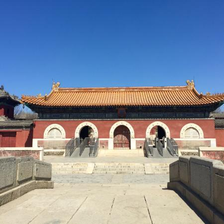 Yi County, Kina: Western Qing Tombs. March 2016. Beautiful and empty of any tourists.