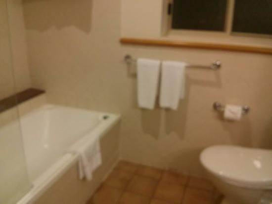 Mercure Gold Coast Resort: Bathroom