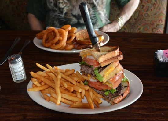 Cornelius, Carolina del Norte: Grilled Cheese Burger with French Fries