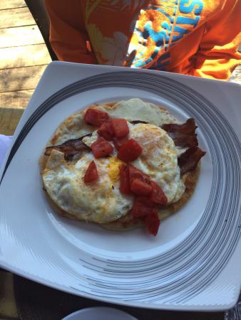 Cafe Aroma: Morning Amazing pizza,pesto bennedic's and crab enchiladas mmmmmm!!!!!