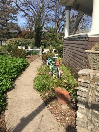 Hico, تكساس: walkway of the Wiseman house