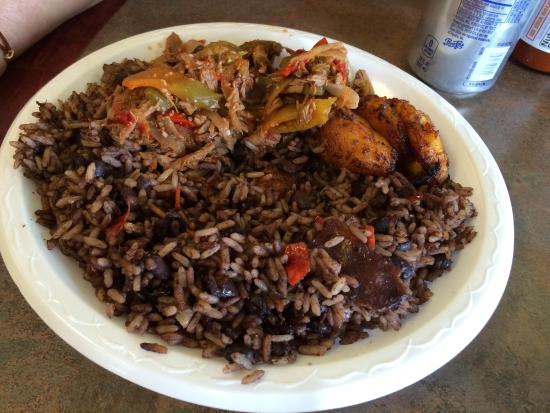 Cuba Bakery & Cafe: Ropa Vieja with morros y cristianos (black beans and seasoned rice) and yellow plantains.