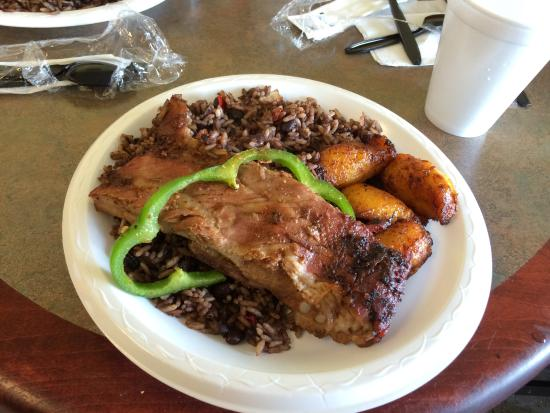 Cuba Bakery & Cafe: Pork ribs with morros y cristianos (black beans and seasoned rice) and yellow plantains.