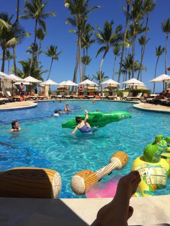 Dreams Palm Beach Punta Cana: Lots of floaty toys for kids at the family preferred club pool.