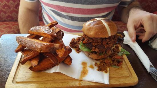 The Ship Inn Sewerby: Hot cross chilli burger
