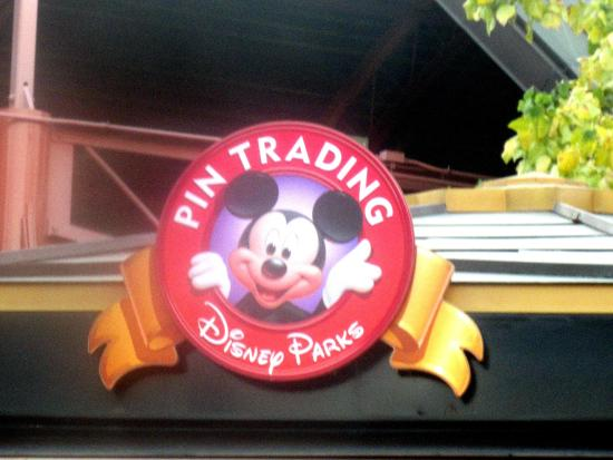 ‪Disney's Pin Traders‬