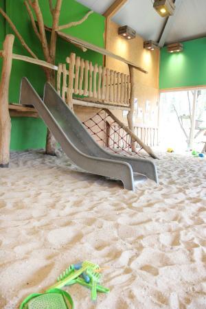 Ees, Нидерланды: Indoor Sandkasten im Park 1
