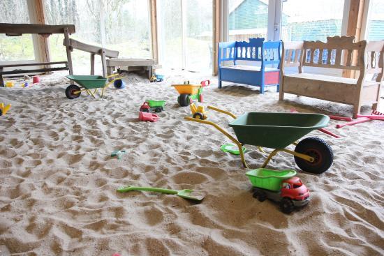 Ees, Нидерланды: Indoor Sandkasten im Park 2