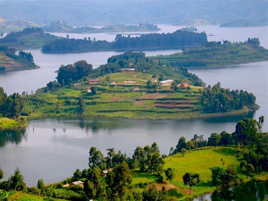 Edirisa on Lake Bunyonyi
