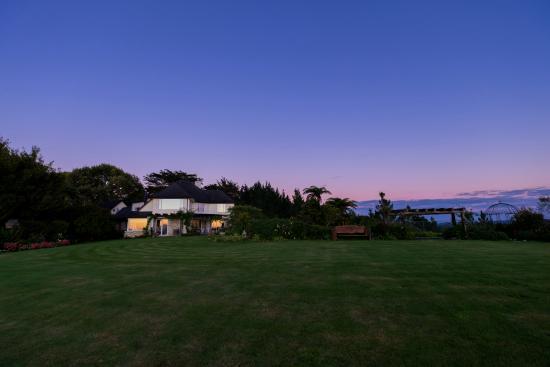 Te Kuiti, نيوزيلندا: Manor at sunrise