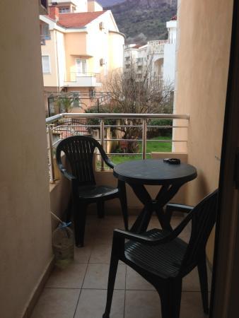 Sun Hostel Budva : балкон в номере