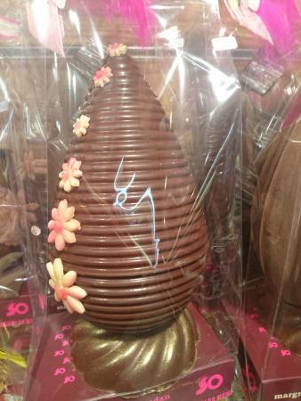 Bakery Saudan: Oeufs strillé avec fleurs.