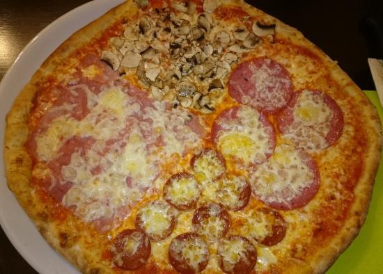 Schonungen, Tyskland: Pizza Quattro Stagioni