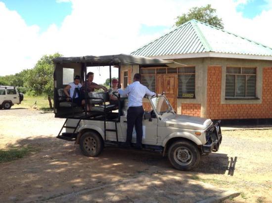 Morogoro, Tanzania: Watu Safaris's speciale open auto voor Mikumi