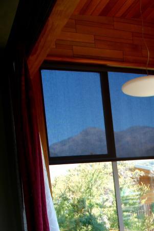 Hapuku Lodge: View from room to bathroom..