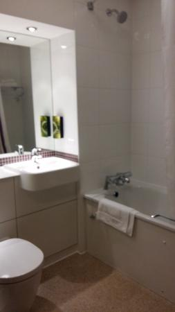 Premier Inn London Hanger Lane Hotel: Il bagno