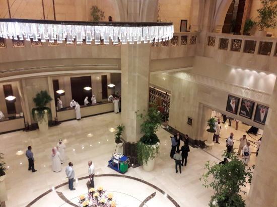 Makkah Clock Royal Tower, A Fairmont Hotel: Makkah omra 2016 avec mes frères Ali et mourir.