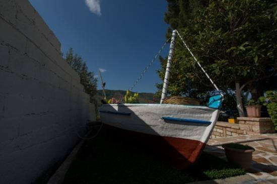 Plataria, Grecia: boat garden