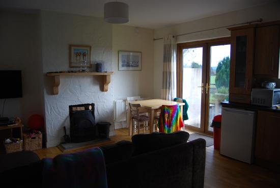 Ardrahan, Ierland: Sitting / dining room with open plan kitchen