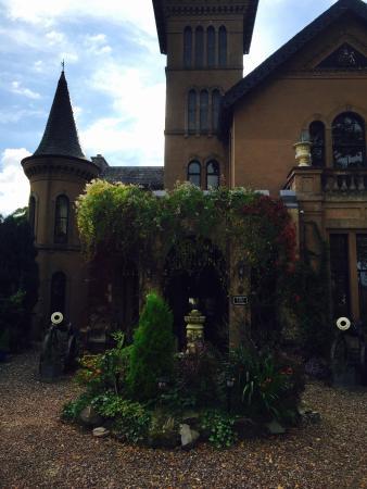 The Retreat Castle Rooms: The Retreat Castle- front