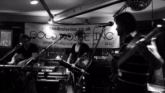 "Papperla Pub Zermatt ""Good Noise Inc"" Band"