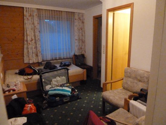 Hotel Finkenbergerhof: Apart gedeelte voor 3de persoon met bed, douche, TV & wc