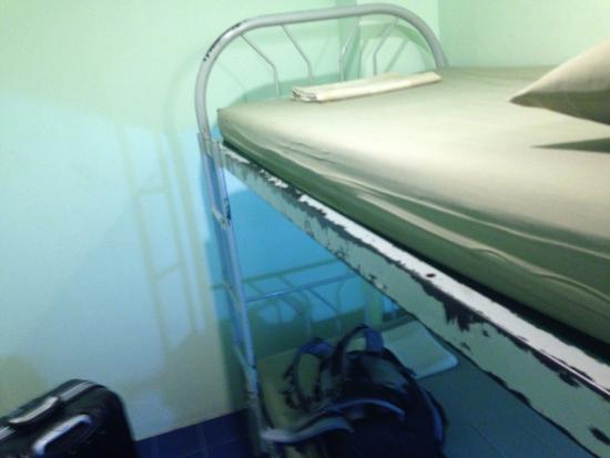 New Road Guest House: 個室として利用しました。窓なし2段ベッドのみです。確か1泊1000円程度です。