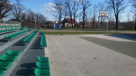 Glogow, Polonia: Basketball playground in Serby, Głogów