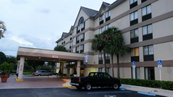 Holiday Inn Express and Suites Fort Lauderdale Executive Airport: Außenansicht