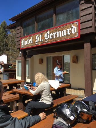 Hotel St Bernard : The BBQ deck for lunch.