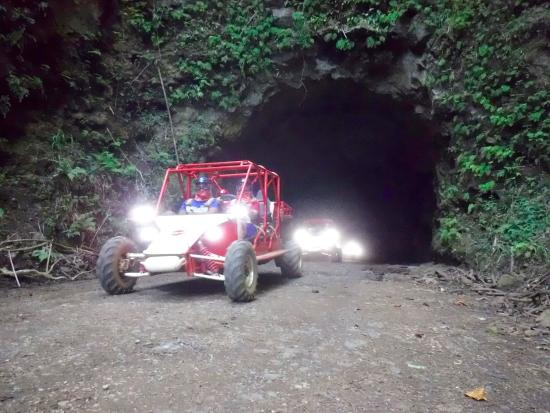 Kalaheo, Hawaje: Coming out of the tunnel