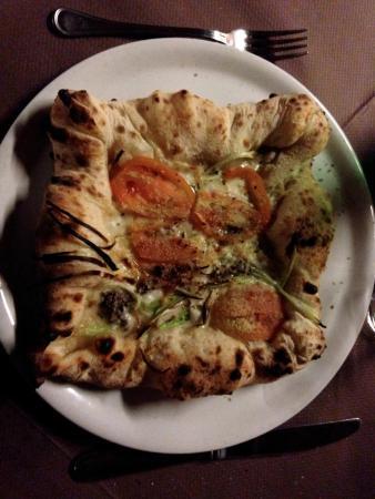 ottima pizza con bordo ripieno