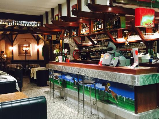 Restaurant, bar très sympathique !  Le service ainsi que les plats sont de qualités..Une ambianc
