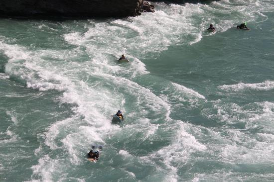 ควีนส์ทาวน์, นิวซีแลนด์: Going through the rapids