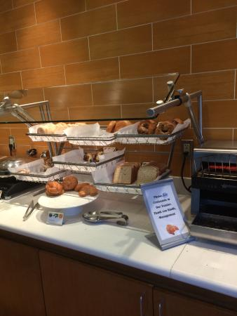 SpringHill Suites by Marriott Vero Beach: Limited buffet breakfast